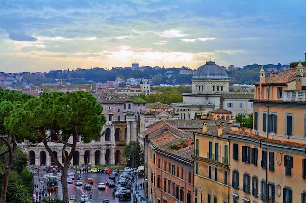 Roma panorama edificio noche Foto Premium