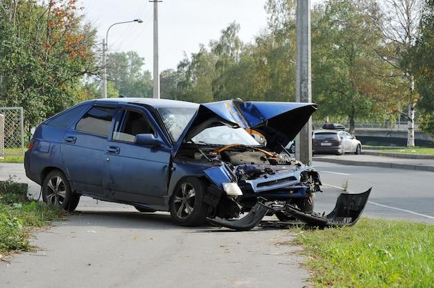 Roto en un accidente automovilístico Foto Premium