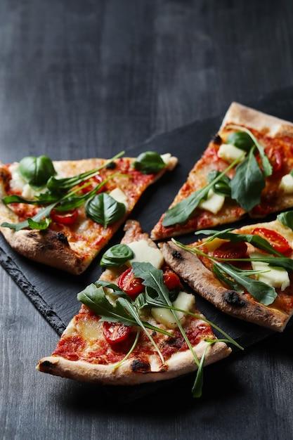 Sabrosa pizza tradicional casera, receta italiana Foto gratis