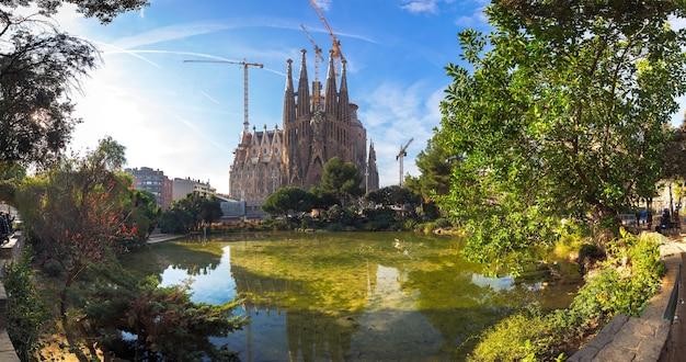 La sagrada familia en barcelona Foto Premium
