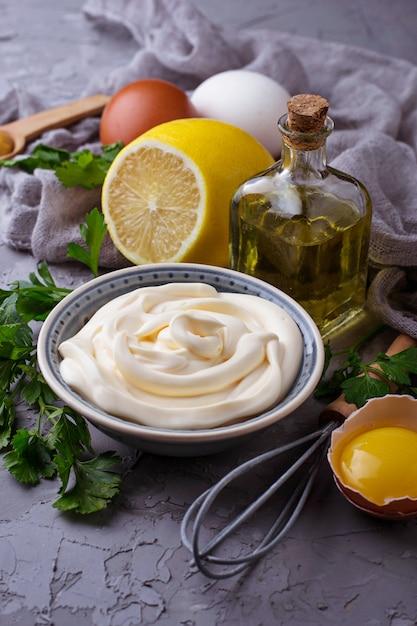 mayonesa casera con un huevo