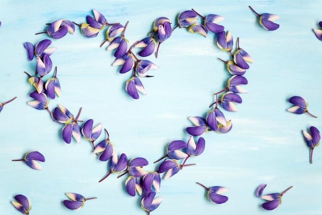 San valentín flores pétalo corazón simbol Foto Premium