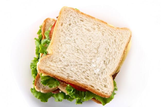 Sandwich fresco con verduras y tomates. Foto gratis