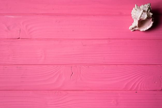 Seashells Sobre Fondo De Madera De Color Rosa