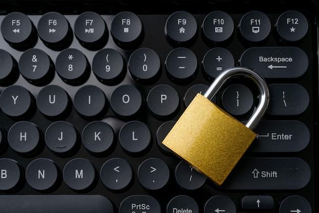 Seguridad en la tecnología de negocios en línea. Foto Premium