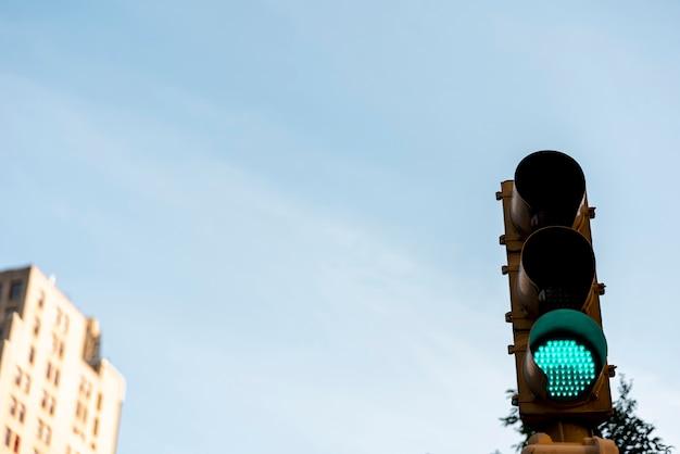 Semáforo verde en la ciudad Foto Premium