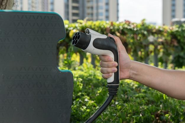 Señales para una fuente de alimentación para coches eléctricos. Foto Premium