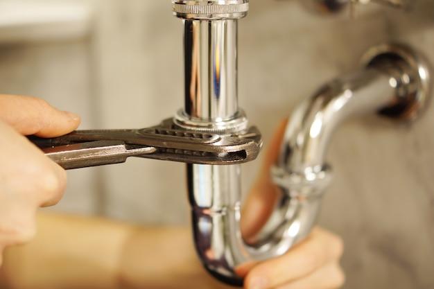 Servicio de reparación de fontanería Foto gratis