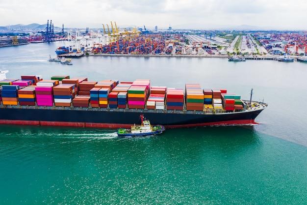Servicios empresariales de envío de contenedores de carga de importación y exportación de transporte internacional miedo mar Foto Premium