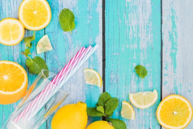Set para bebida de menta limón Foto gratis