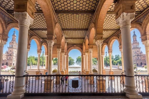 Sevilla españa y plaza de españa en verano Foto Premium