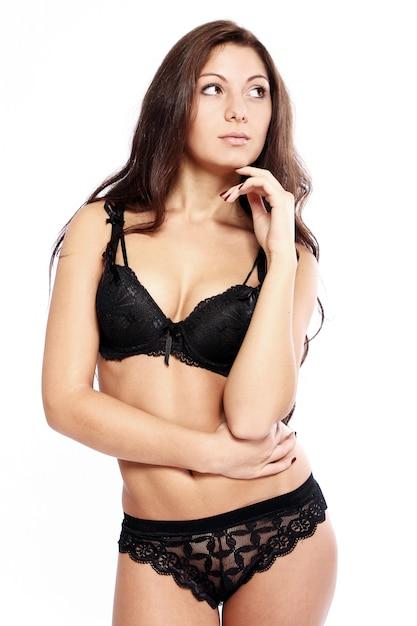 Sexy morena en lencería Foto gratis