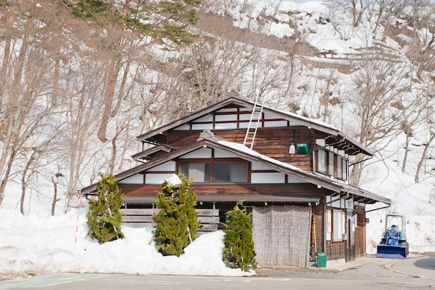 Shirakawago, japón histórico pueblo de invierno. Foto Premium