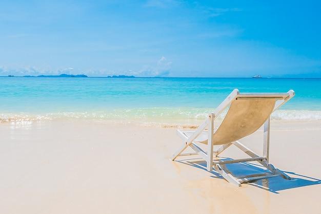 Silla de la playa en la orilla del mar descargar fotos - Silla para la playa ...