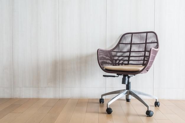 silla moderna hecha de mimbre descargar fotos gratis