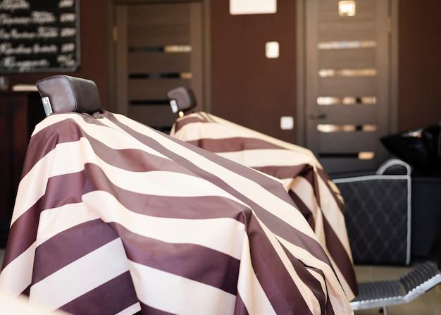 Sillas de peluquería profesional. Foto Premium