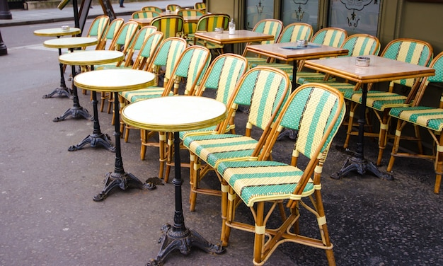 Sillas de restaurante paris Foto Premium