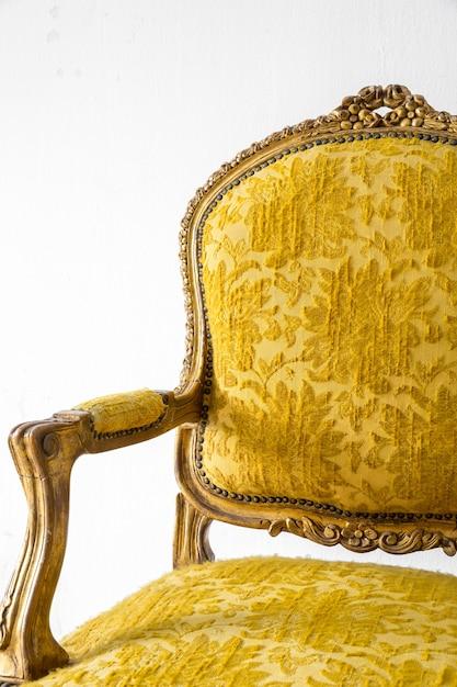 Sillón sofá amarillo Foto Premium