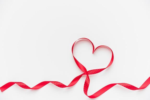 Símbolo del corazón de la cinta. Foto gratis