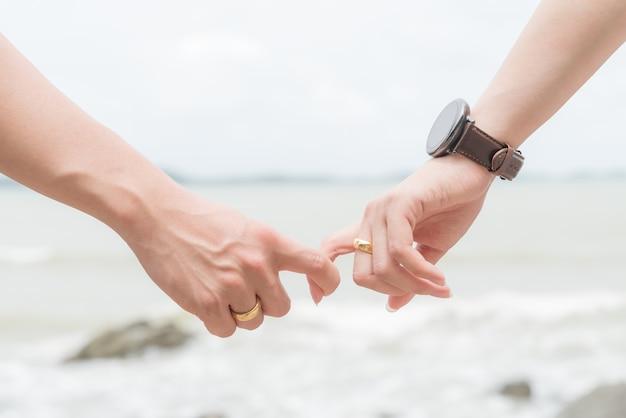 Símbolos De Amor Pareja De Hombre Y Mujer Mano Juntos Descargar