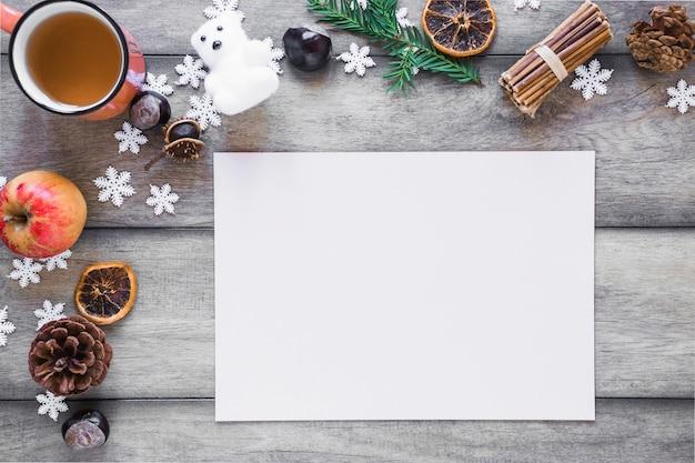 Símbolos del té y el invierno cerca de la hoja de papel | Descargar ...