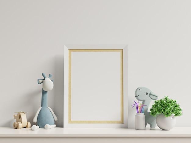 Simulacros de carteles en el interior de la habitación infantil, carteles en la pared blanca vacía. Foto Premium