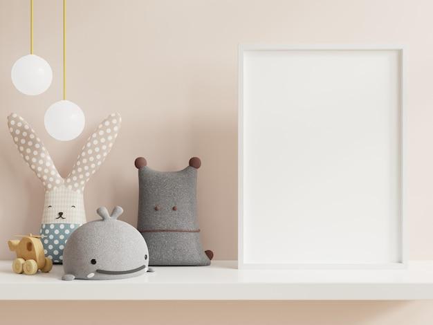 Simulacros de póster en el interior de la habitación infantil, carteles en la pared blanca vacía Foto Premium