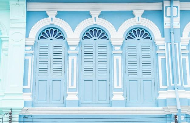 Sino-portugués de la arquitectura del antiguo edificio en la ciudad de phuket. Foto gratis