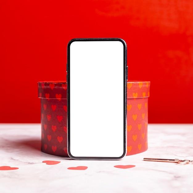 Smartphone en blanco en caja de regalo Foto gratis