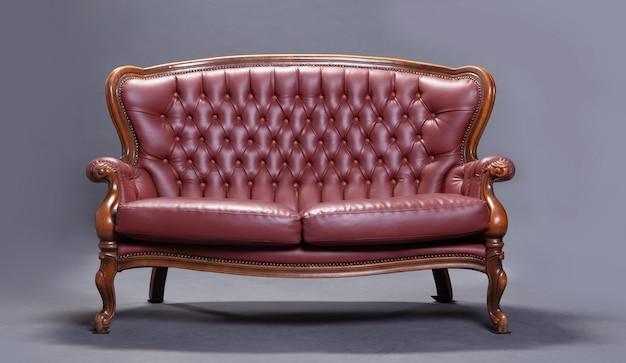 Sofá rojo antiguo Foto gratis
