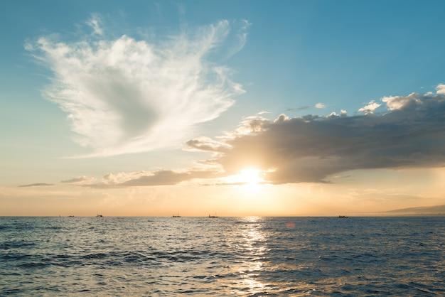 Sol, levantamiento, ove, océano pacífico Foto gratis