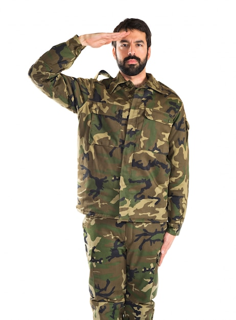 Soldado saludando sobre fondo blanco Foto gratis