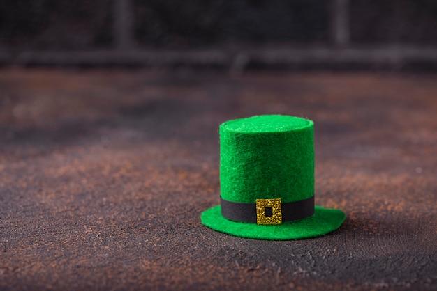 Sombrero de duende verde para el día de san patricio Foto Premium