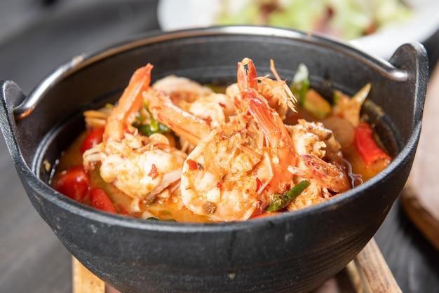 Sopa tailandesa de tom yum Foto gratis