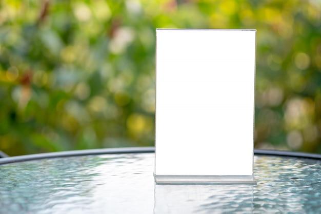 Soporte para mock up menú marco carpa tarjeta diseño de fondo borroso diseño visual clave Foto Premium