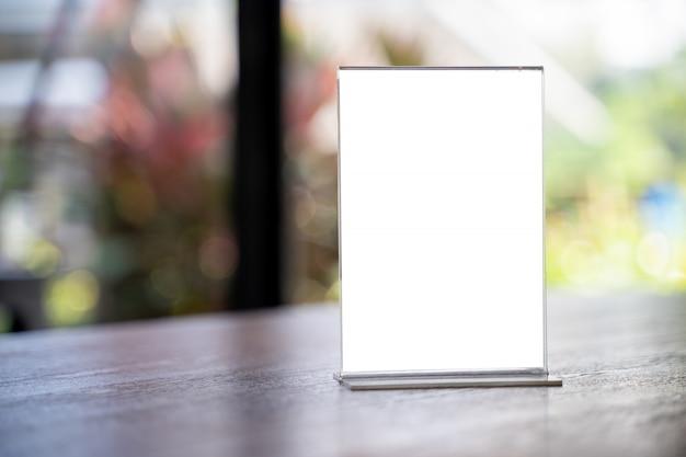 Stand mock up menú marco carpa tarjeta borrosa diseño de fondo clave de diseño visual. Foto Premium