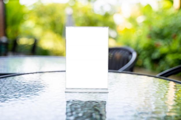 Stand mock up menú marco carpa tarjeta borrosa diseño de fondo clave visual diseño. Foto Premium