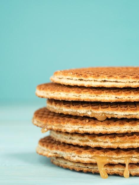 Stroopwafels o caramelo waffles holandeses Foto Premium