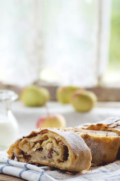 Strudel de manzana Foto Premium