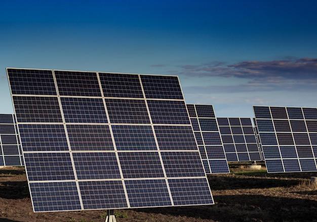 Sun energy panel renewable solar electricidad energía Foto Premium