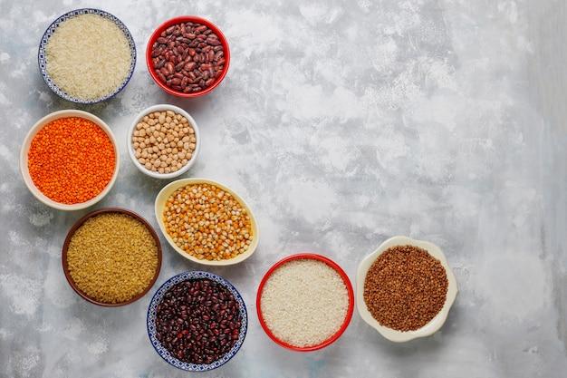 Superalimentos, semillas y granos para la alimentación vegana y vegetariana. comer limpio Foto gratis