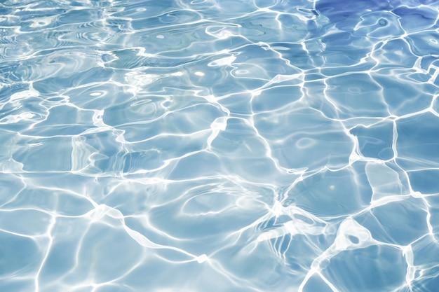 Superficie de la textura de la piscina azul, fondo de agua en la piscina Foto Premium