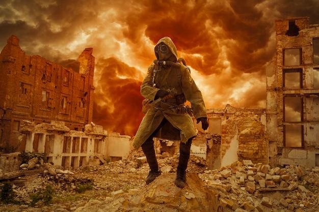Superviviente del apocalipsis nuclear Foto Premium