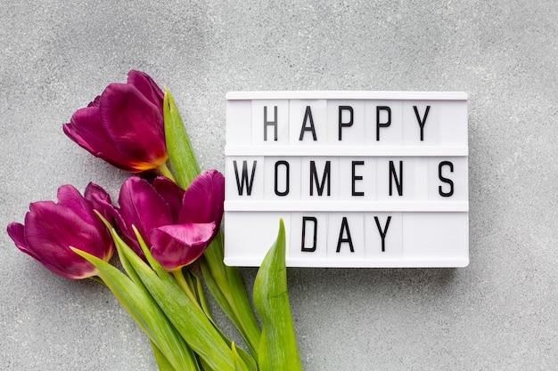 Surtido con letras del día de la mujer feliz Foto gratis