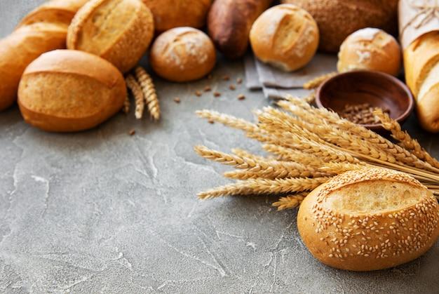 Surtido de pan horneado Foto Premium