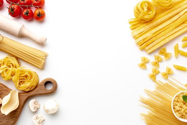 Surtido de pasta sin cocer con Foto gratis
