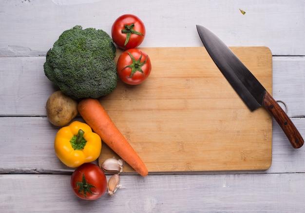 Tabla de picar con un cuchillo descargar fotos gratis - Tabla de cuchillos ...