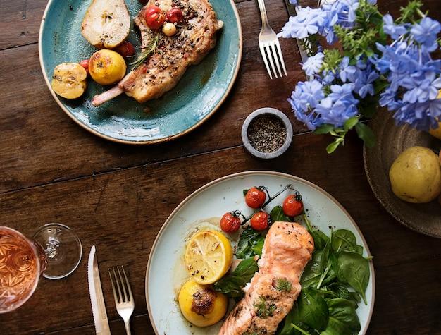 Tabla para dos ideas de recetas de fotografía de alimentos Foto gratis