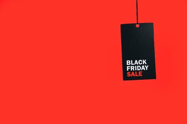 Tableta negra con hilo e inscripción. Foto gratis