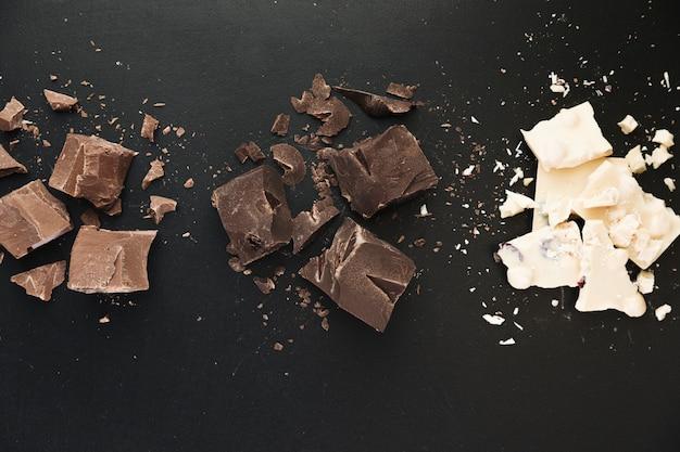 Tabletas de chocolate rotas Foto gratis